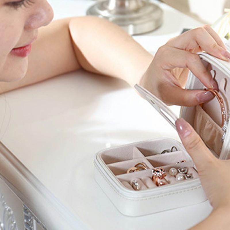 PU Single Layer Simple Storage Jewelry Box Earrings Rings Leather Jewelry Box - White